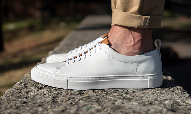 men's spring fashion white sneakers